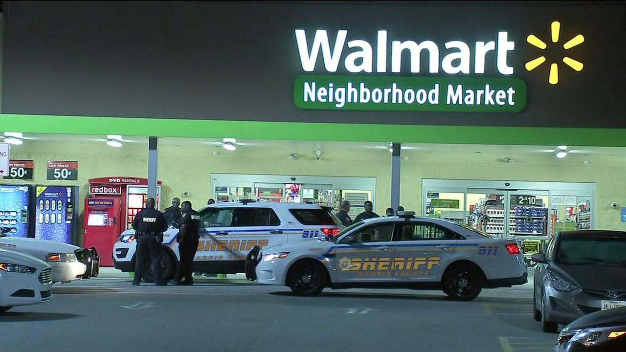 Suspects break into Walmart