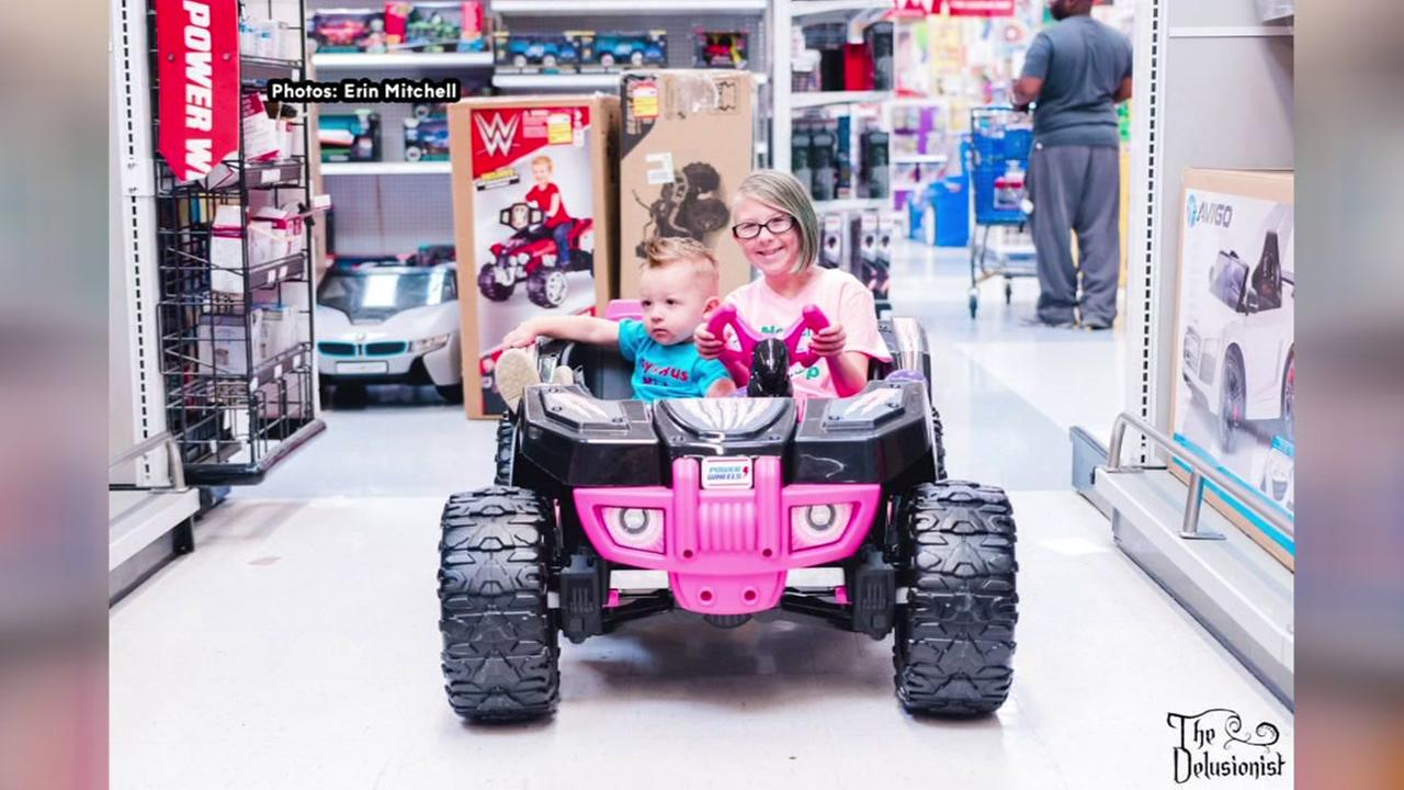 Houston family makes lasting memories in Toys R Us photo shoot