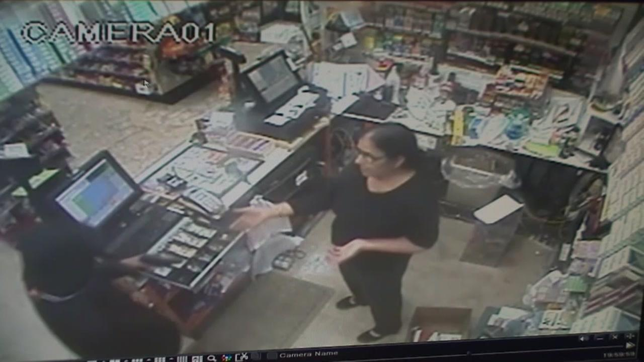 Woman fights robber
