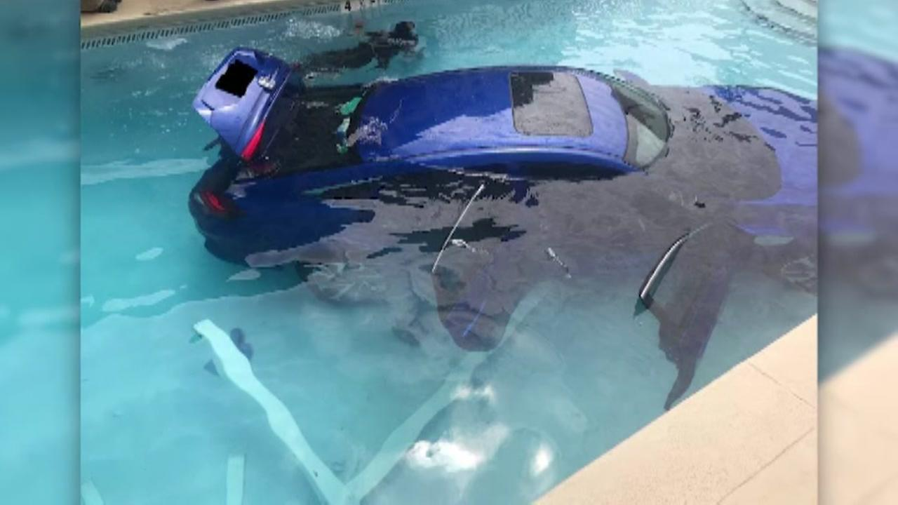 Florida familys car ends up at bottom of swimming pool
