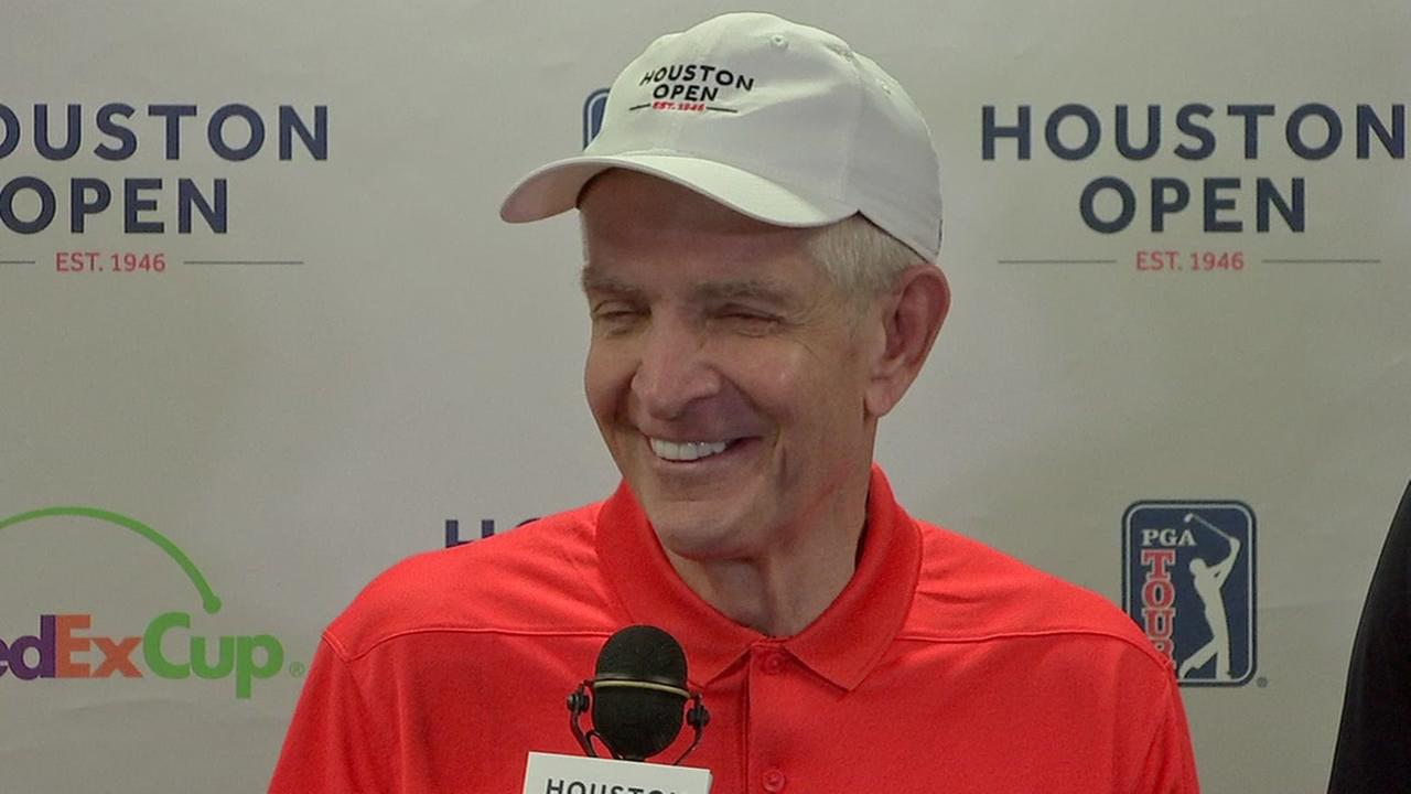 Mattress Mack partners with golfers to help more Harvey victims