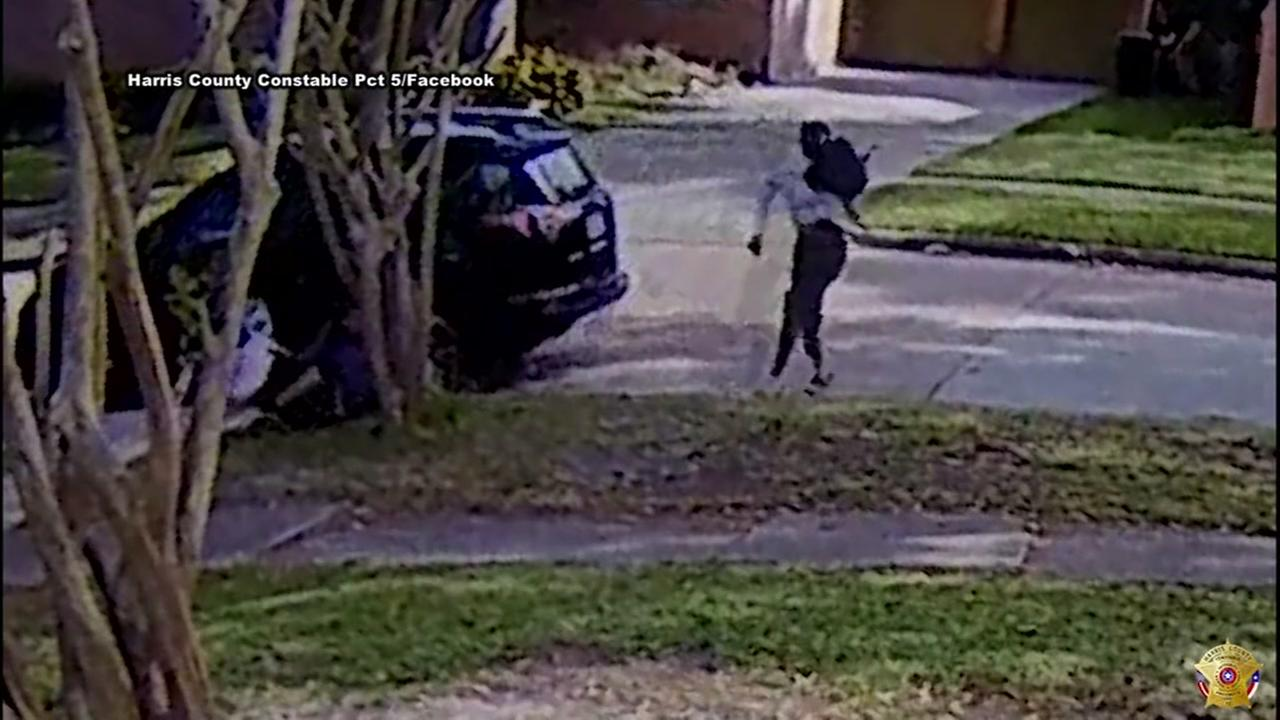 Woman chases down purse snatching suspect in southwest Houston