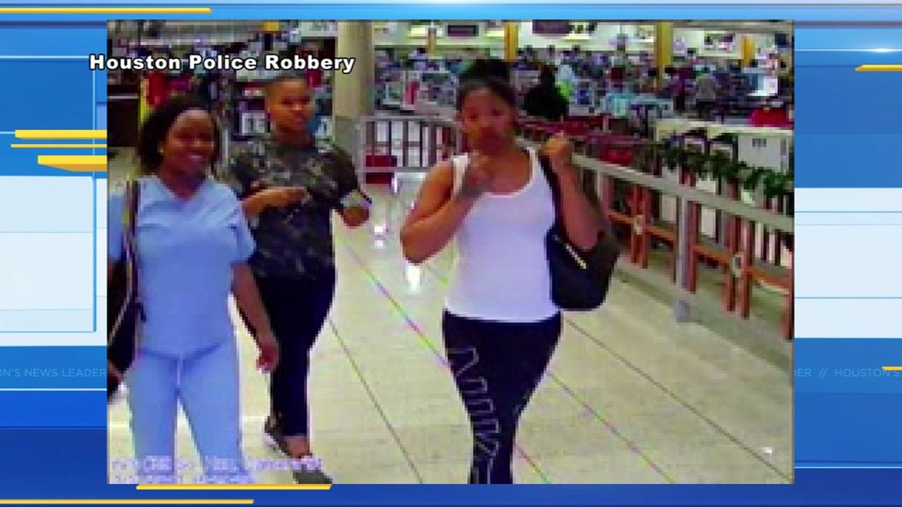 3 robbery suspects wanted after pepper spraying store employees