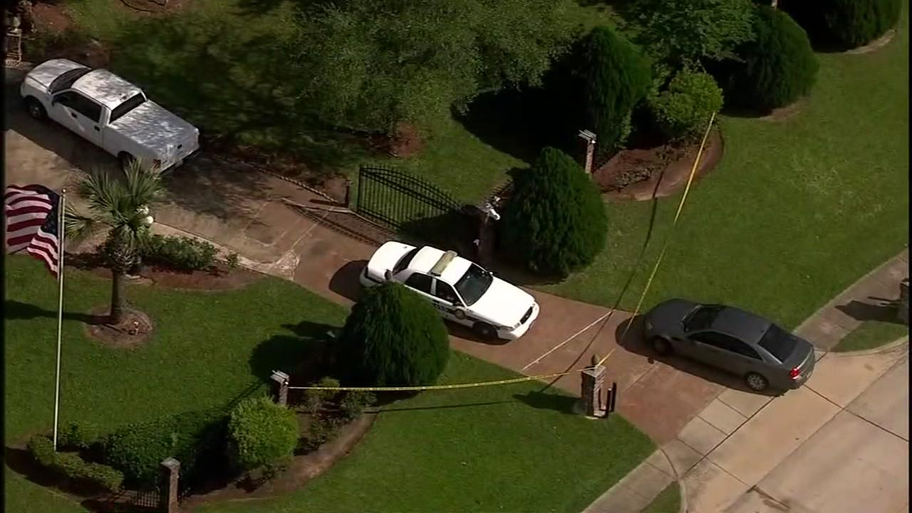 Suspects on the run after armed home invasion at Pearland mansion
