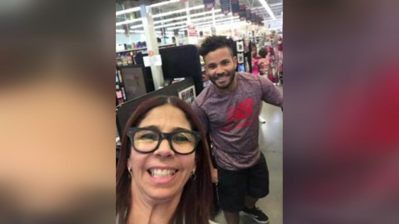Jose Altuve takes selfie with Astros fan at H-E-B