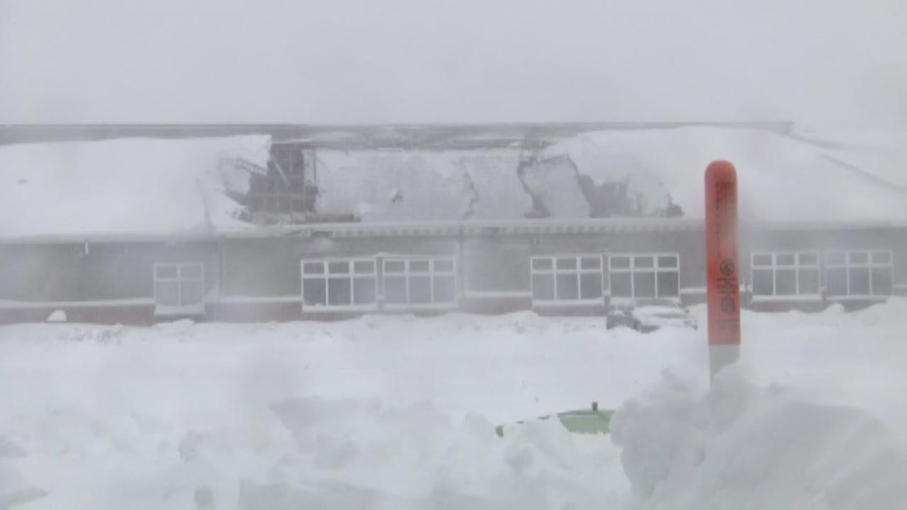 Snowstorm causes hotel roof collapse in Wisconsin