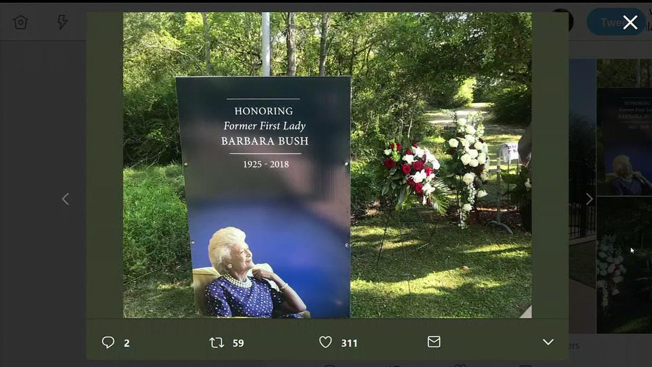 First public visits of Barbara Bushs burial site in College Station
