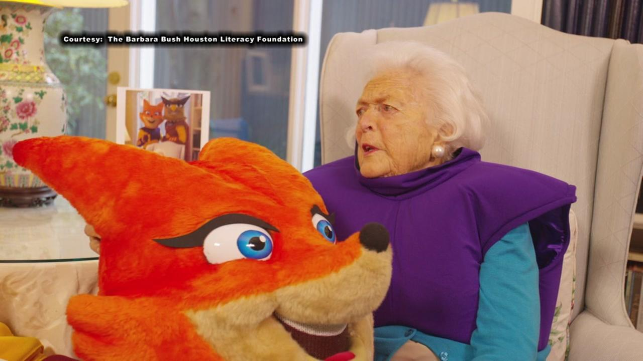 Barbara Bush has a little fun in one of her last efforts to push literacy
