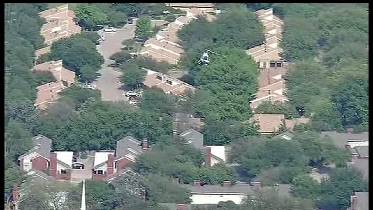 2 officers in critical condition after shooting at Dallas Home Depot