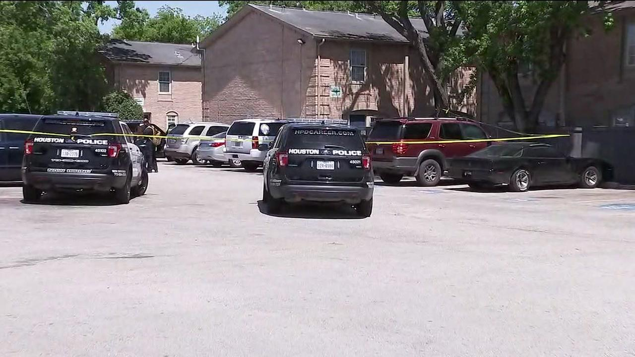Woman found dead after shooting at SW Houston apartment complex