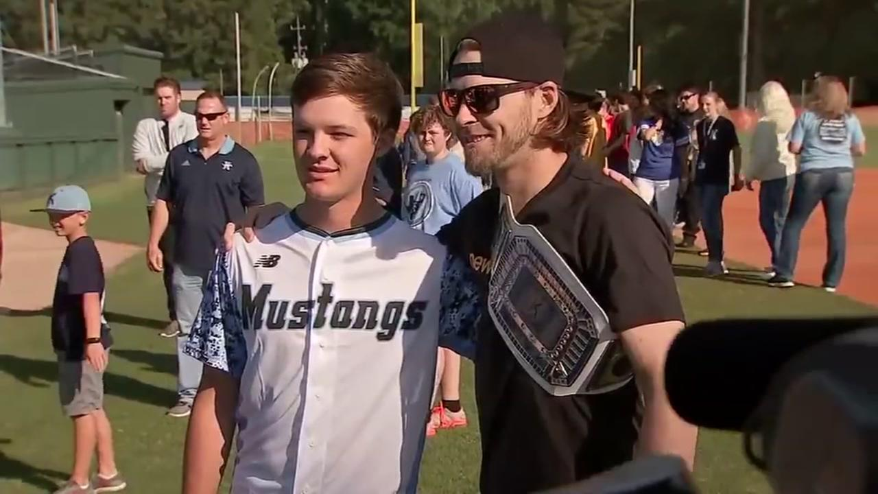 Josh Reddick donates uniforms to Kingwood HS