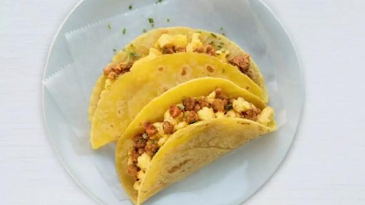 United offering chorizo tacos to passengers