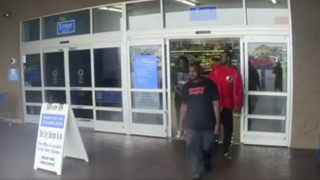 Pasadena PD searches for suspects allegedly involved in purse theft at HEB