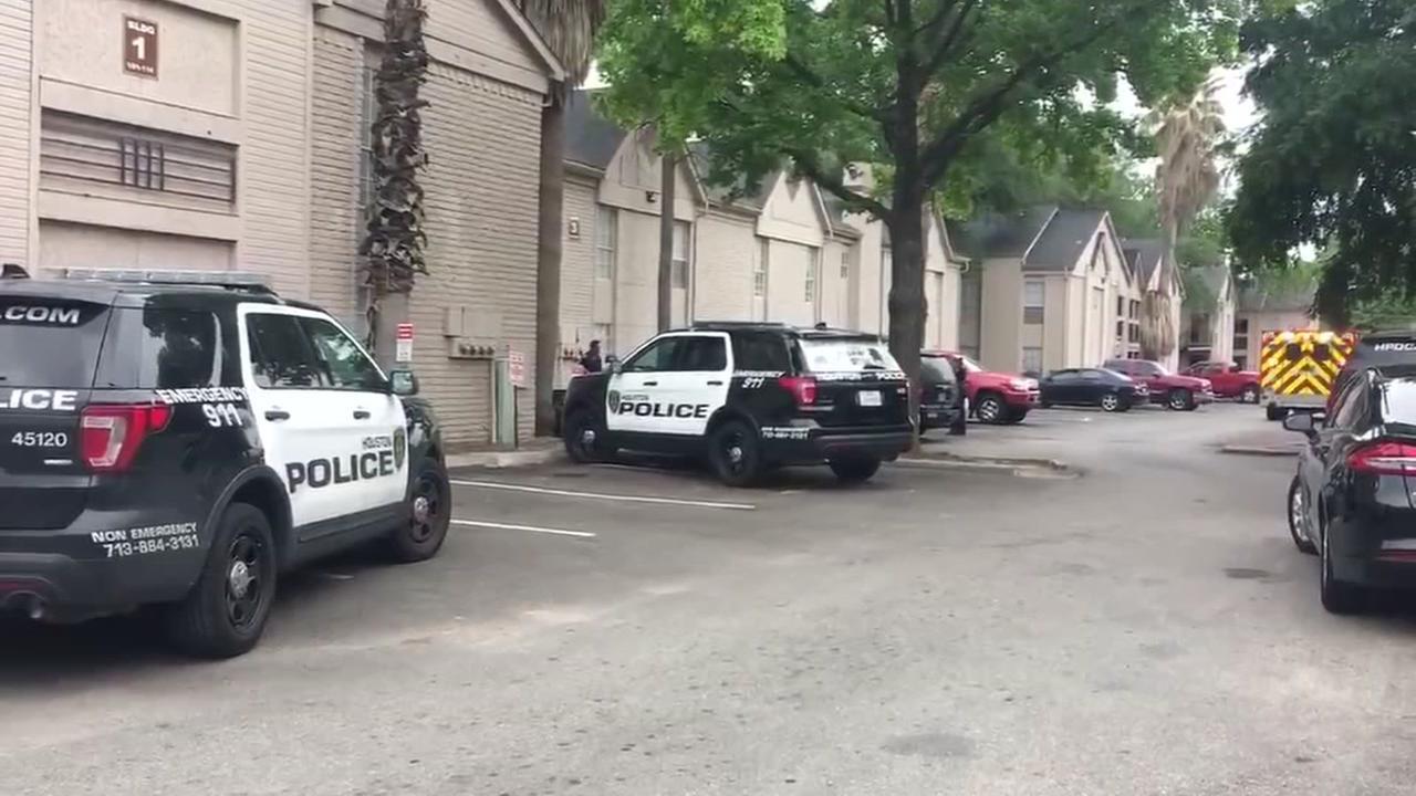 SWAT responding to barricaded man in Houston