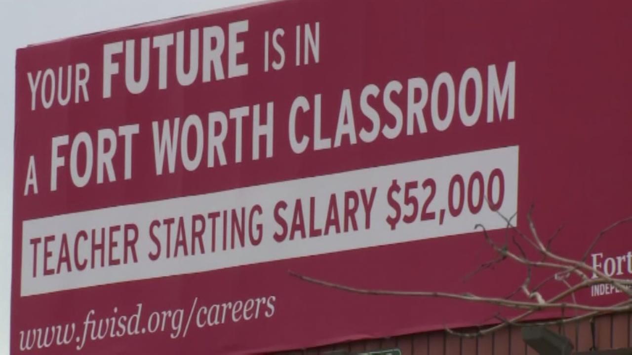 Texas school district recruiting low paid teachers
