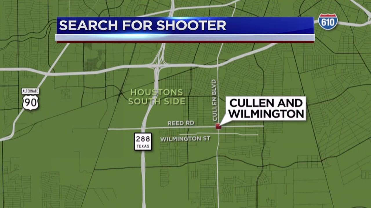 1 person shot at gas station during apparent robbery in south Houston