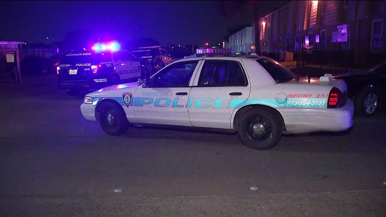 Child found shot at apartment complex in SW Houston