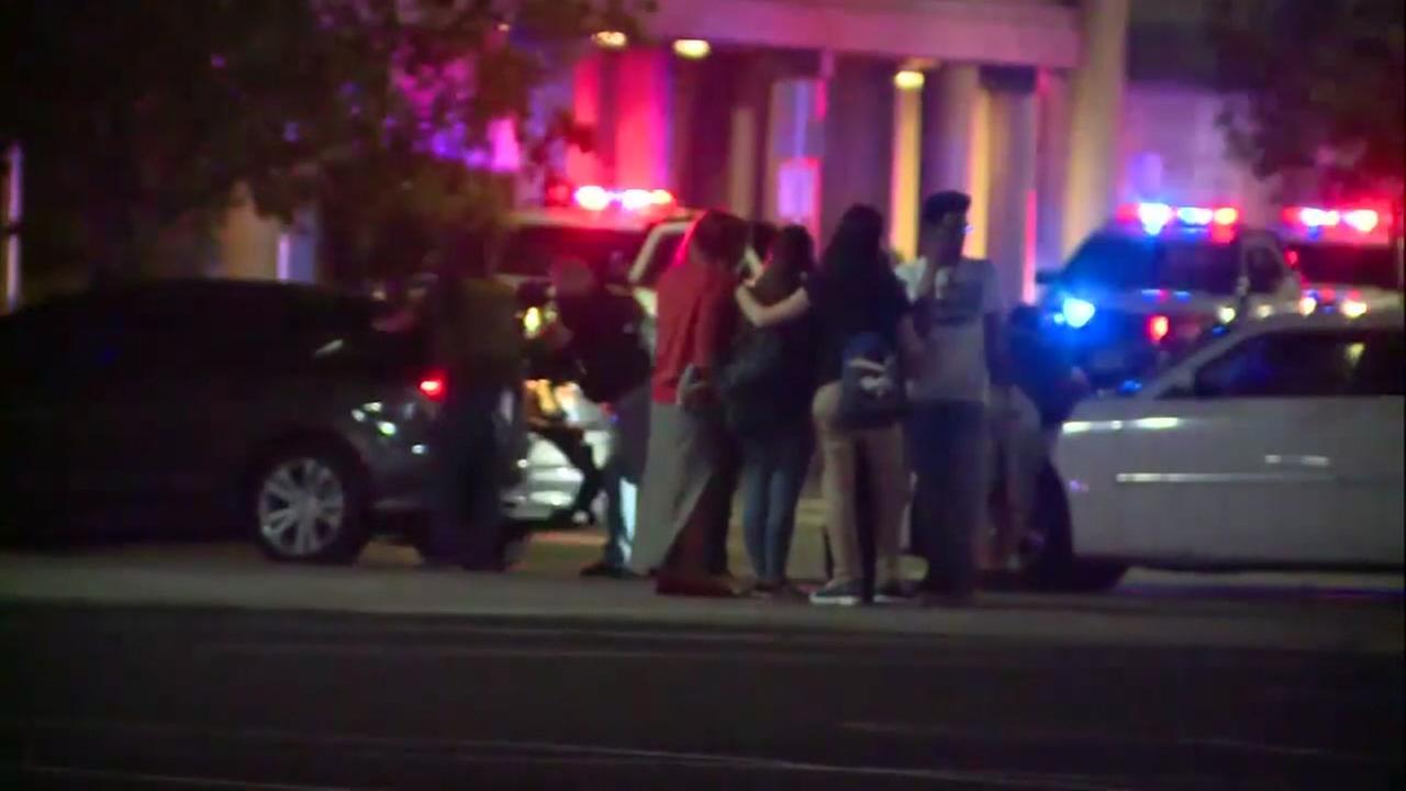 Las Vegas PD arrest man with fake gun at mall