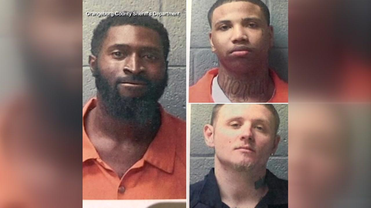 Authorities search for 3 inmates who escaped jail