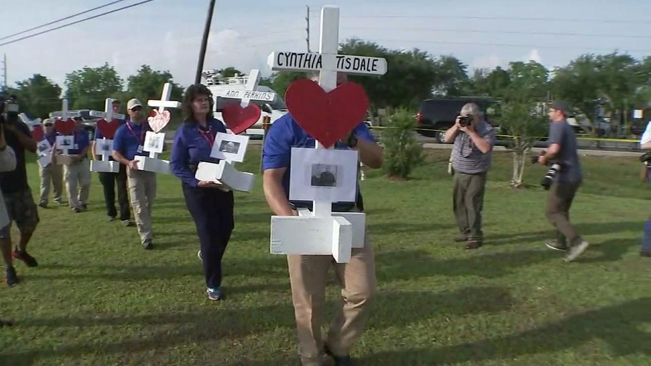10 white crosses honors victims of Santa Fe high School shooting