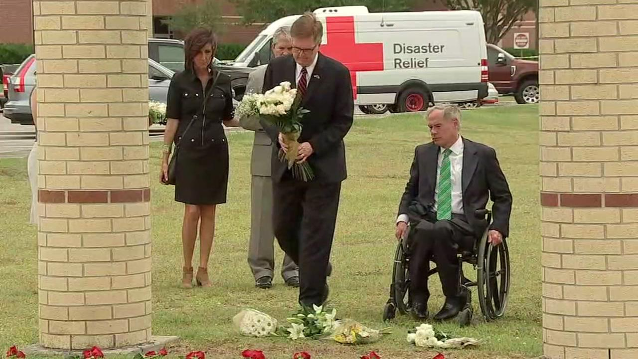 Gov. Abbott plans round table discussions in wake of Santa Fe shooting