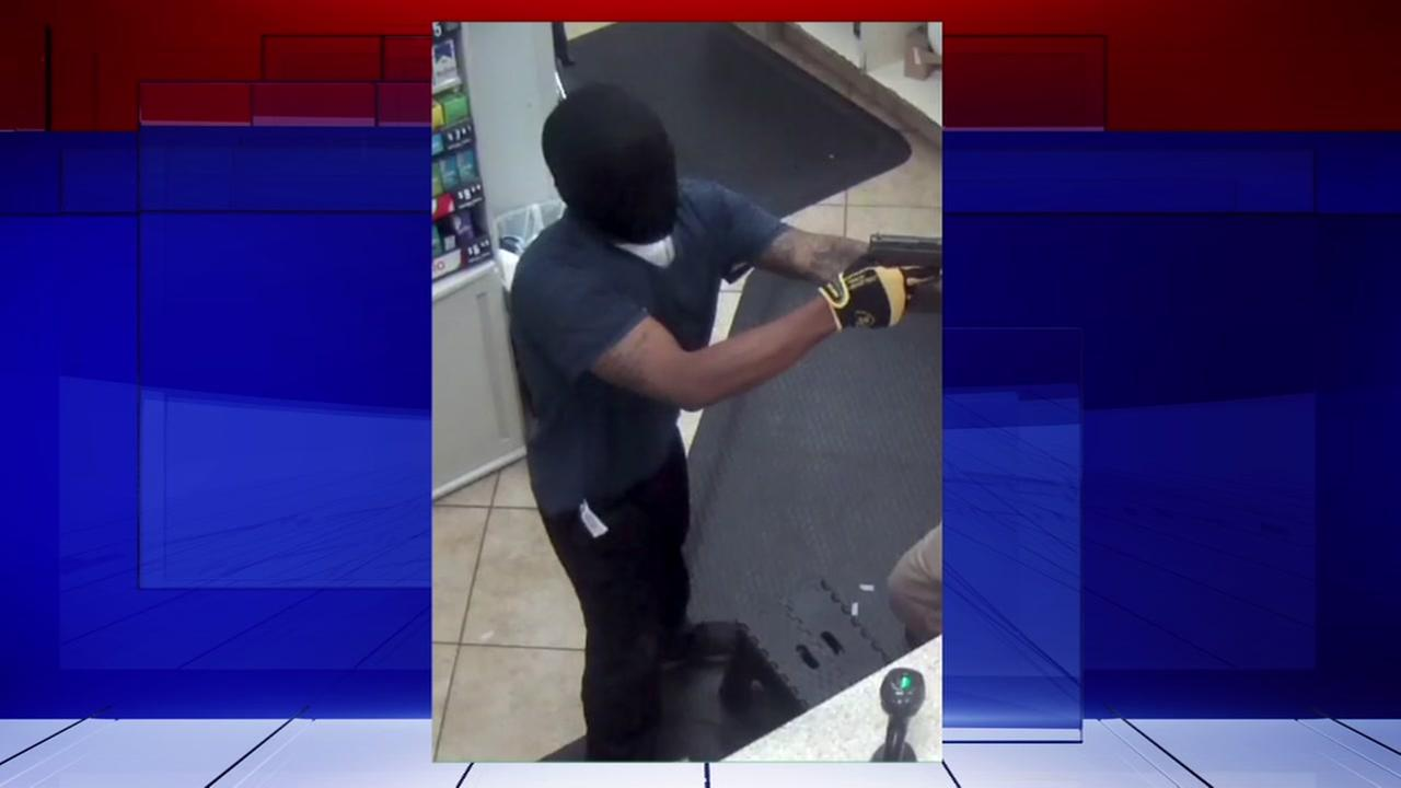 2 men rob Buccees in Lake Jackson