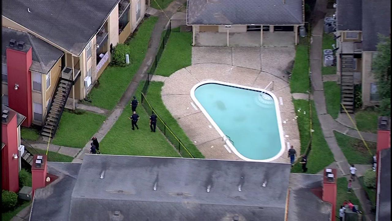 Two children were found unresponsive in apartment pool in Baytown