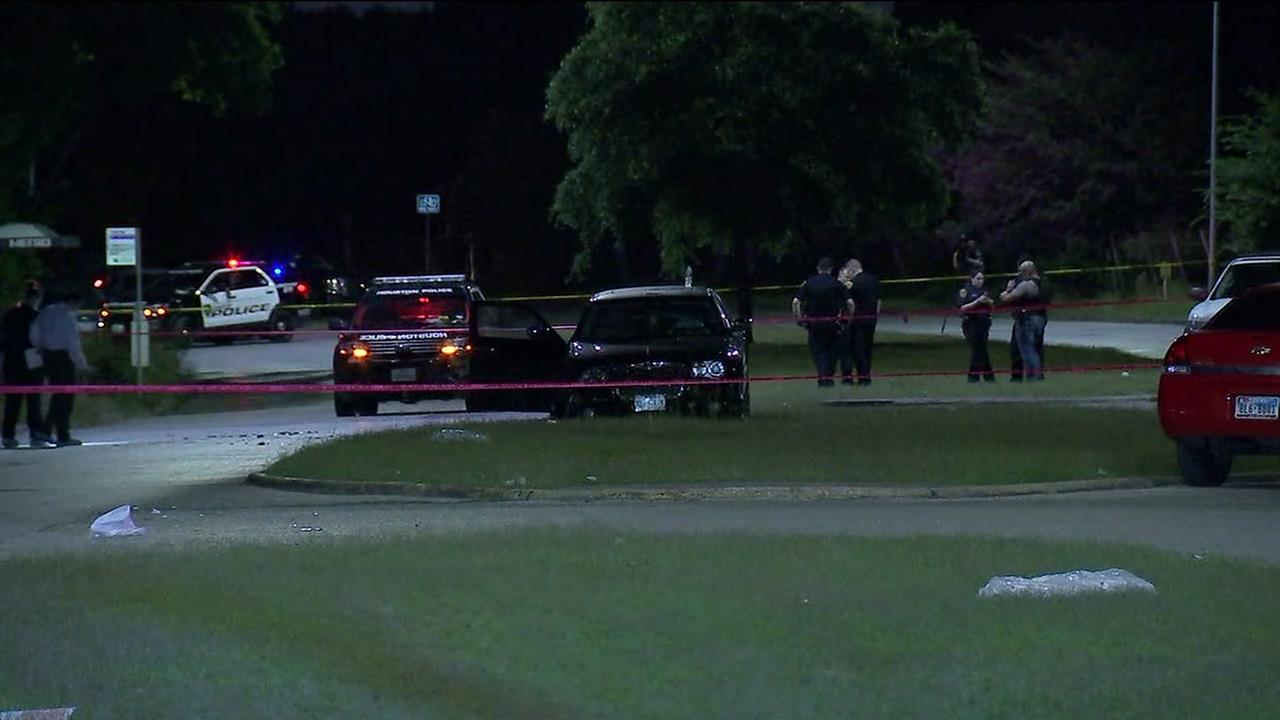 1 dead, 1 injured in 2 related shootings in SE Houston