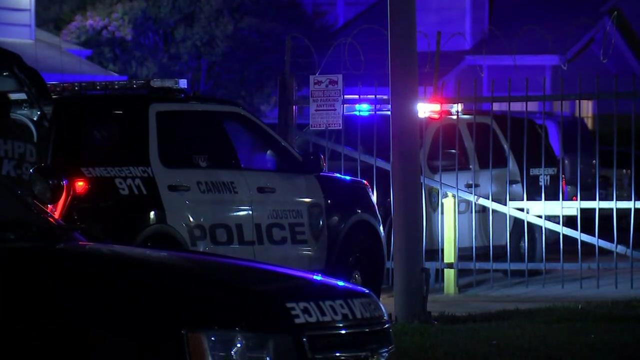 Man injured after gun fight in southwest Houston