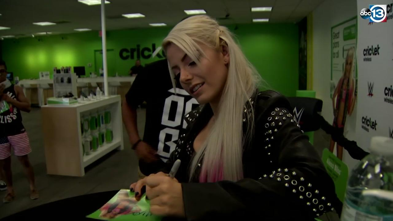 WWE Superstar Alexa Bliss met with fans