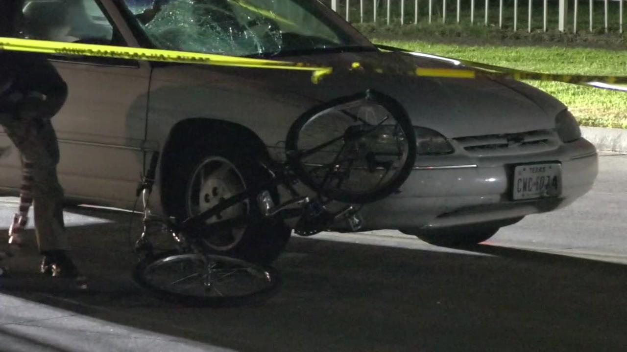 Bicyclist struck by car in Galveston has died