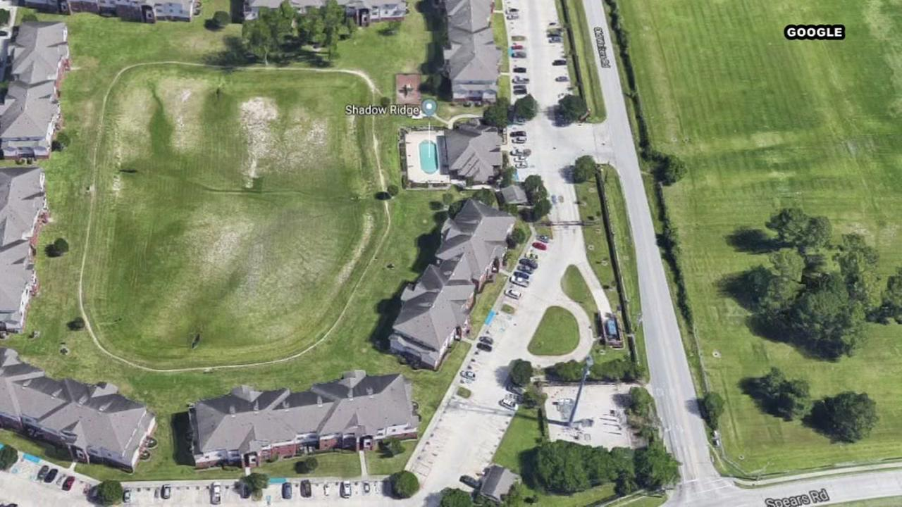 Body found in northwest Harris County apartment complex