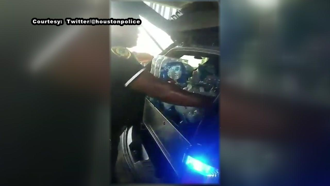 HPD hands out water to homeless