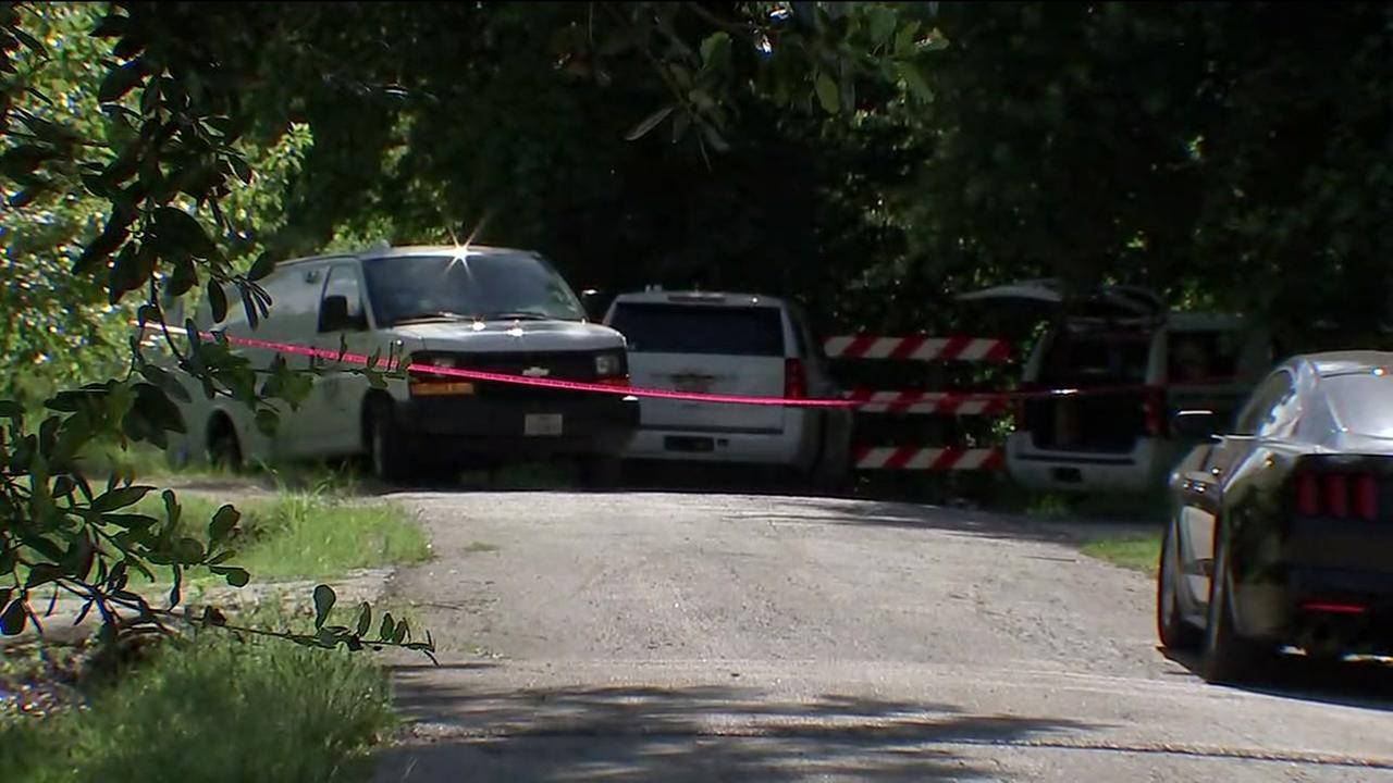 Body found near bayou in N. Houston
