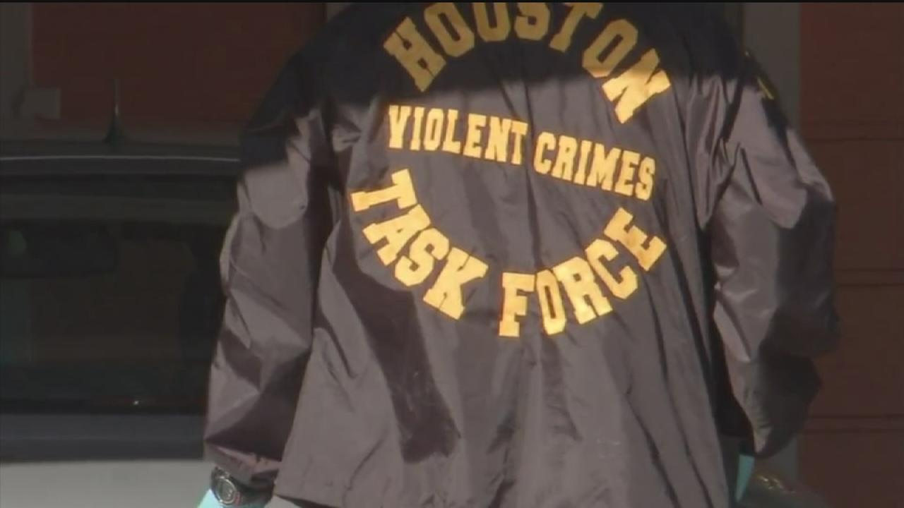 Law enforcement swarms NE Houston neighborhood