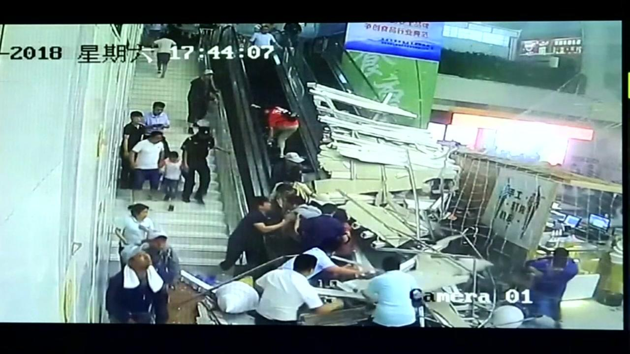 Ceiling collapse injures shoppers at Chinese mall