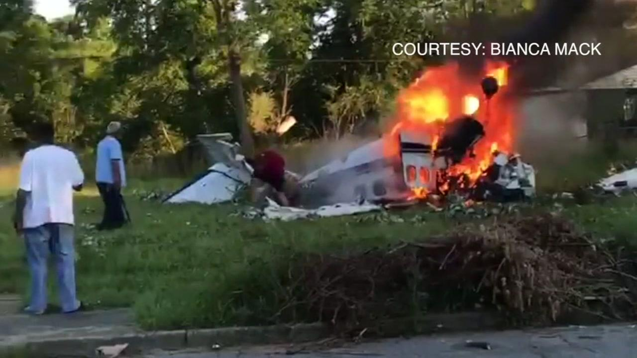 2 killed after small plane crashes in Detroit; pilot rescued