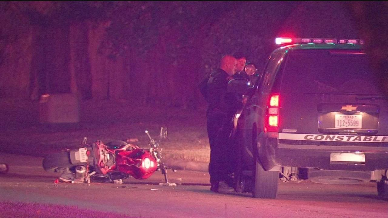Biker crashes, dies in police chase