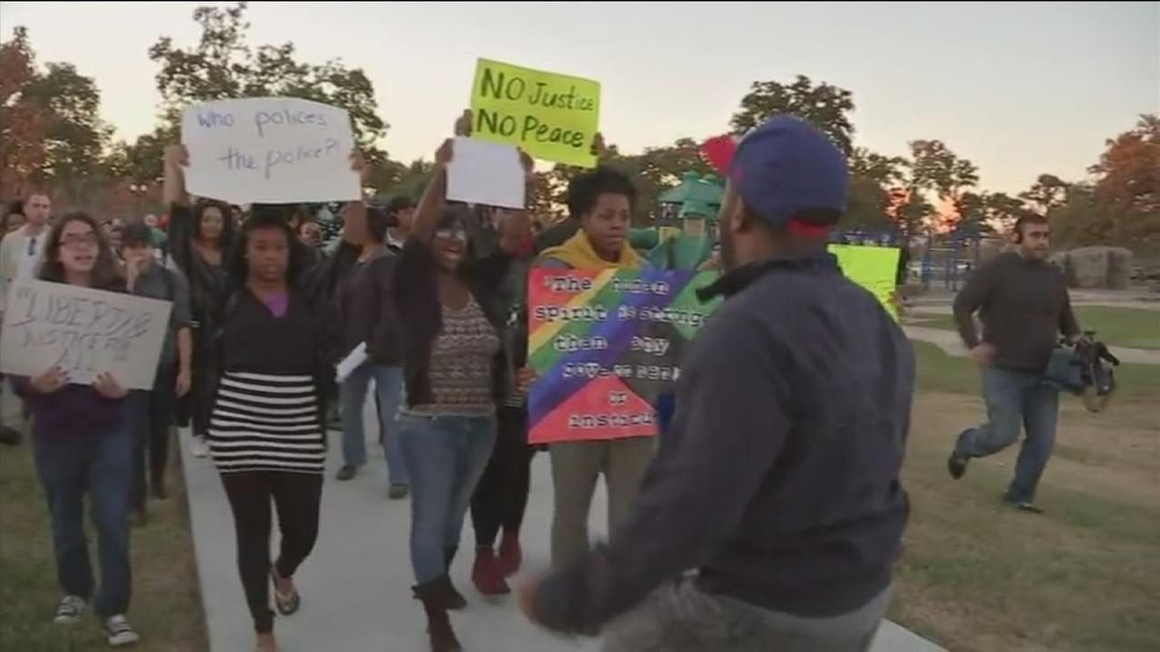 Houstonians protest Ferguson decision