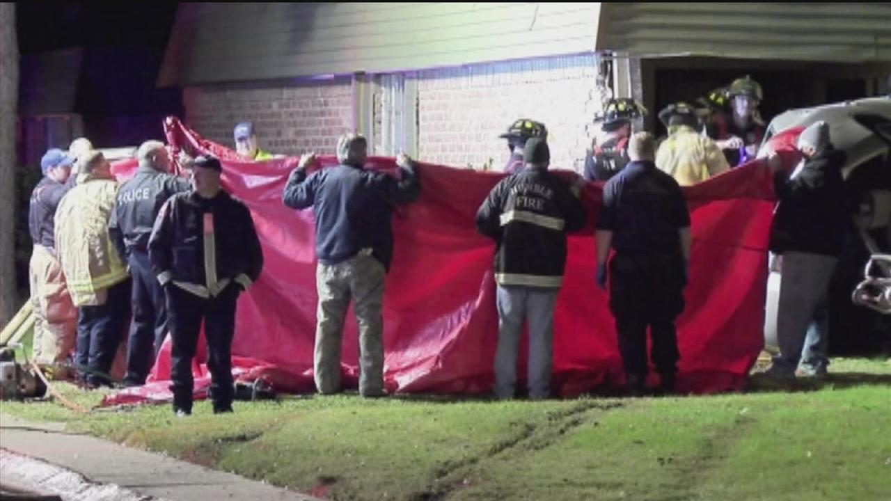 Driver who crashed into building dies