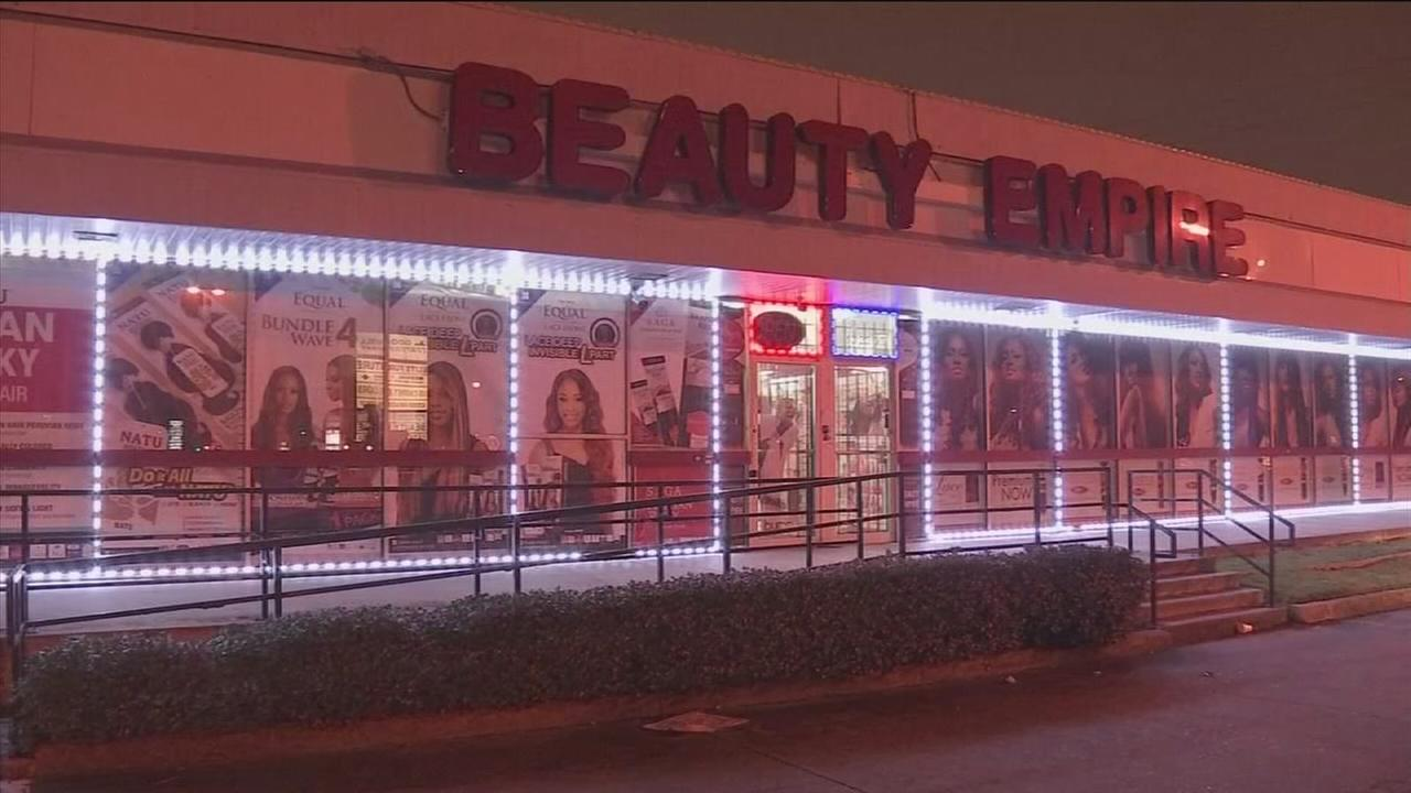 Weaves stolen from beauty store