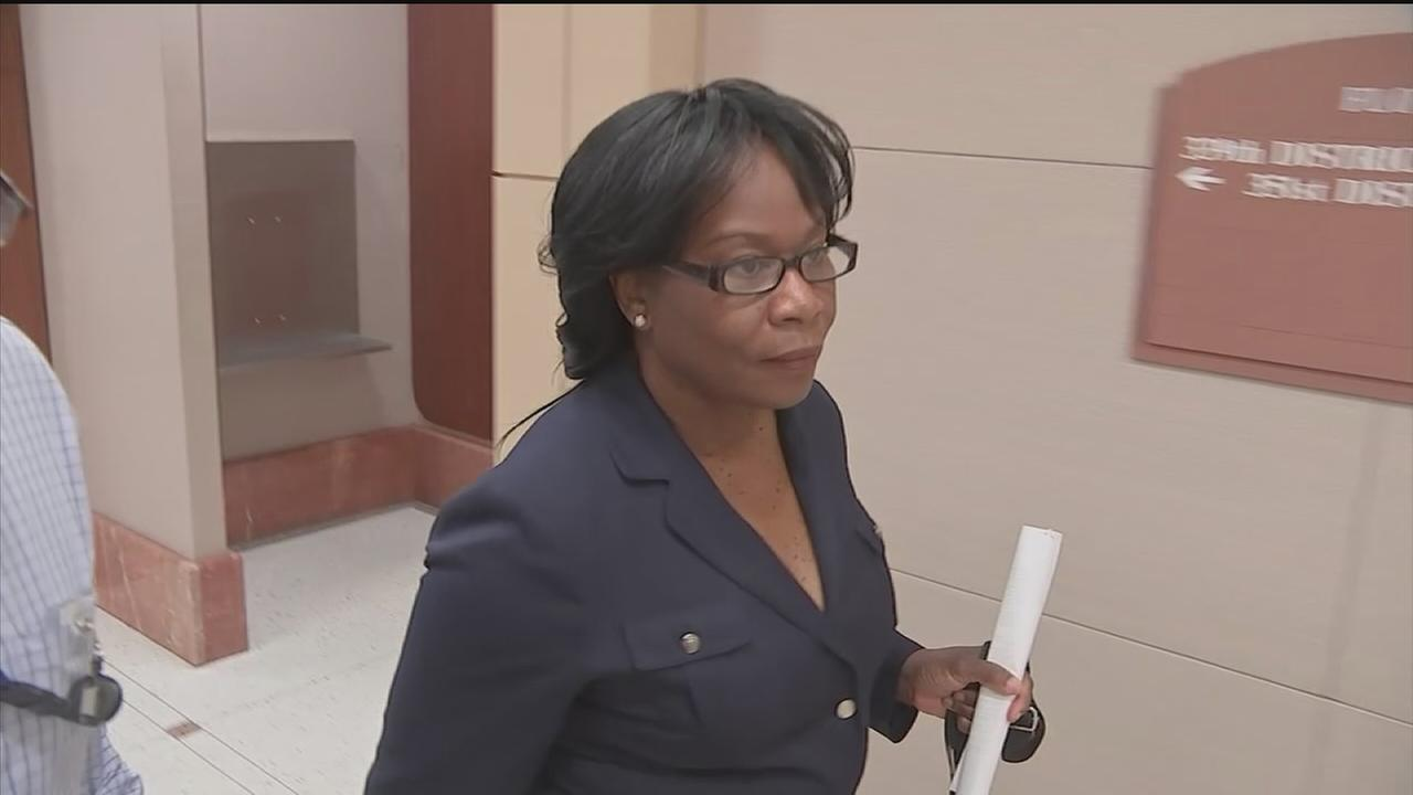 VA worker accused of steering $150K contract to friend