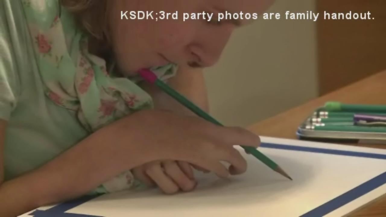 Girl who uses her chin to draw is chasing her dream
