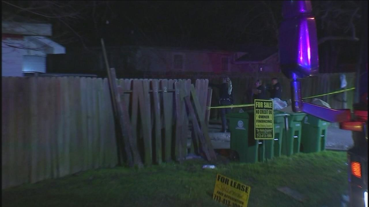Five shot in SE Houston robbery