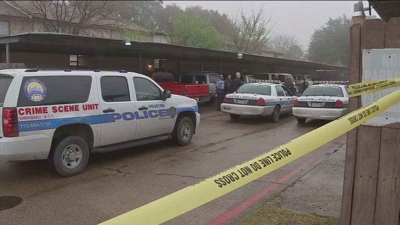 Two found dead in vacant apartment in north Houston