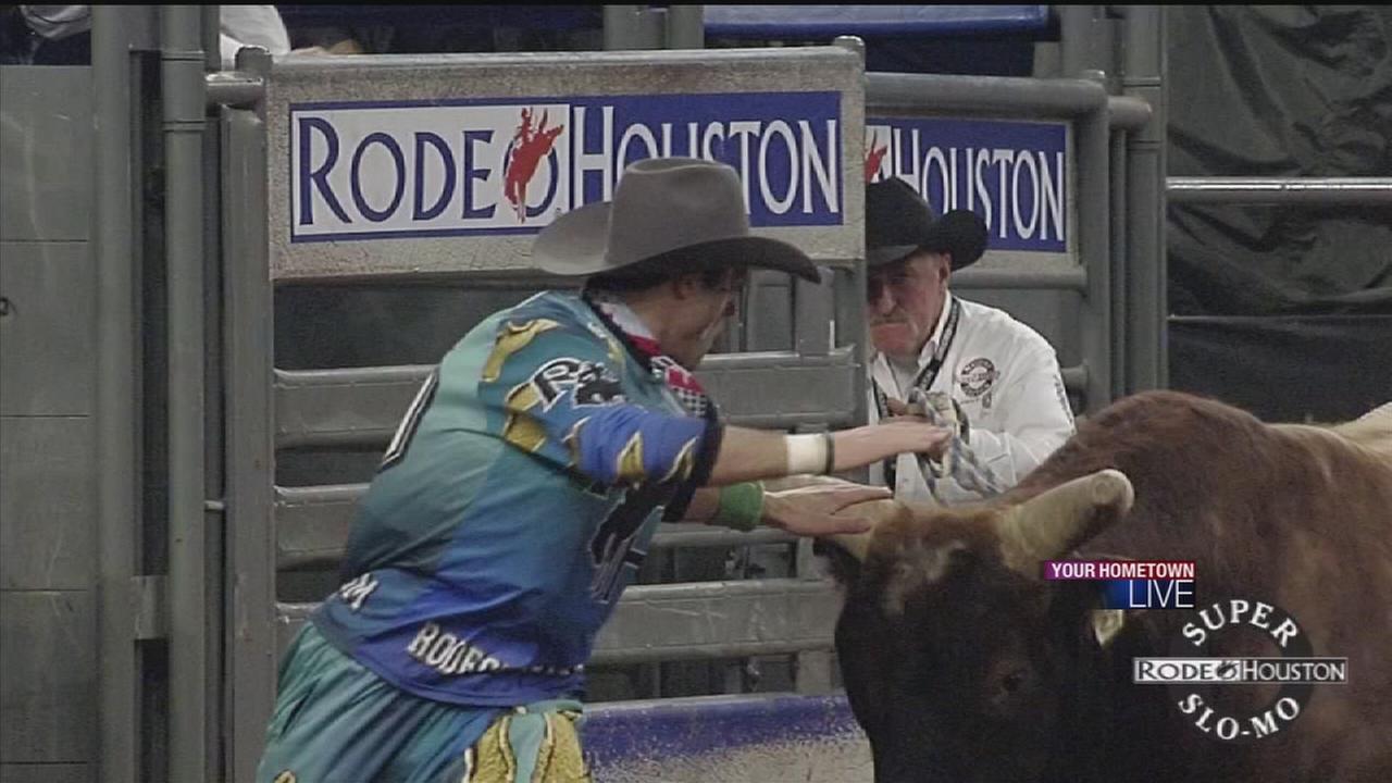 Elite team control bulls at Houston Rodeo