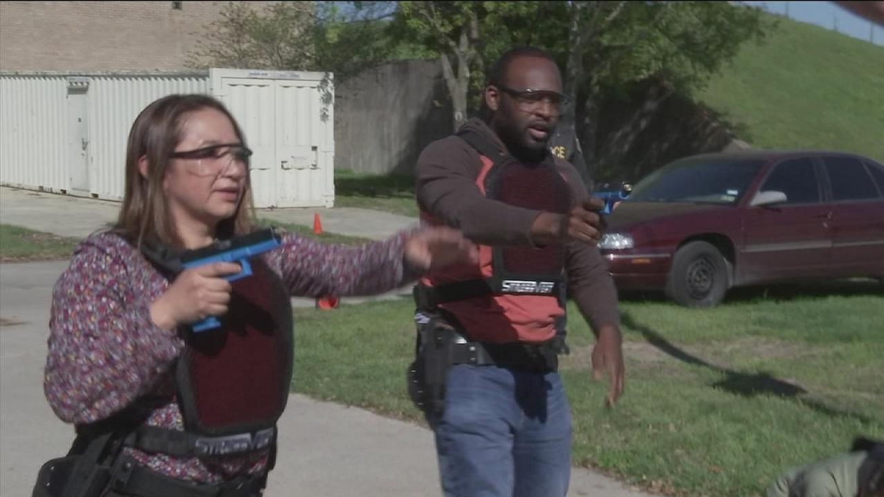 HPD, activist take part in ?shoot or don?t shoot? training