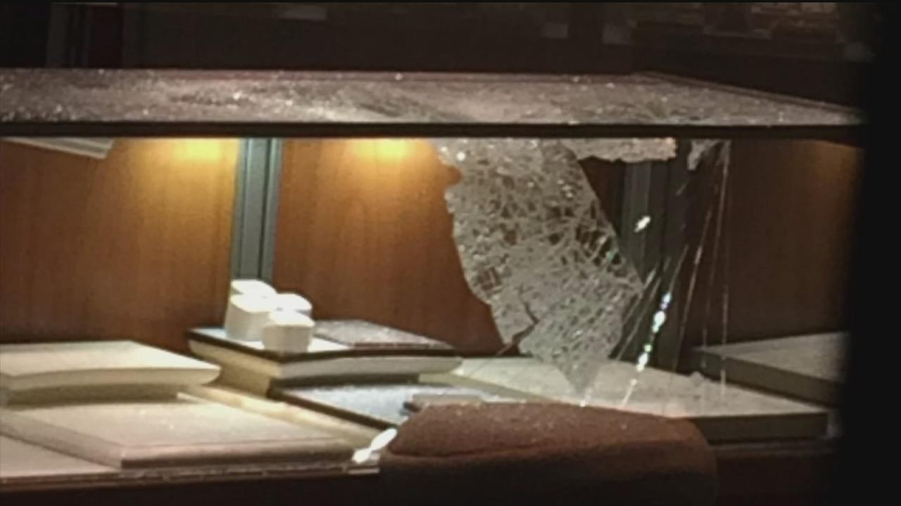 Robbers hit jewelry store at First Colony Mall
