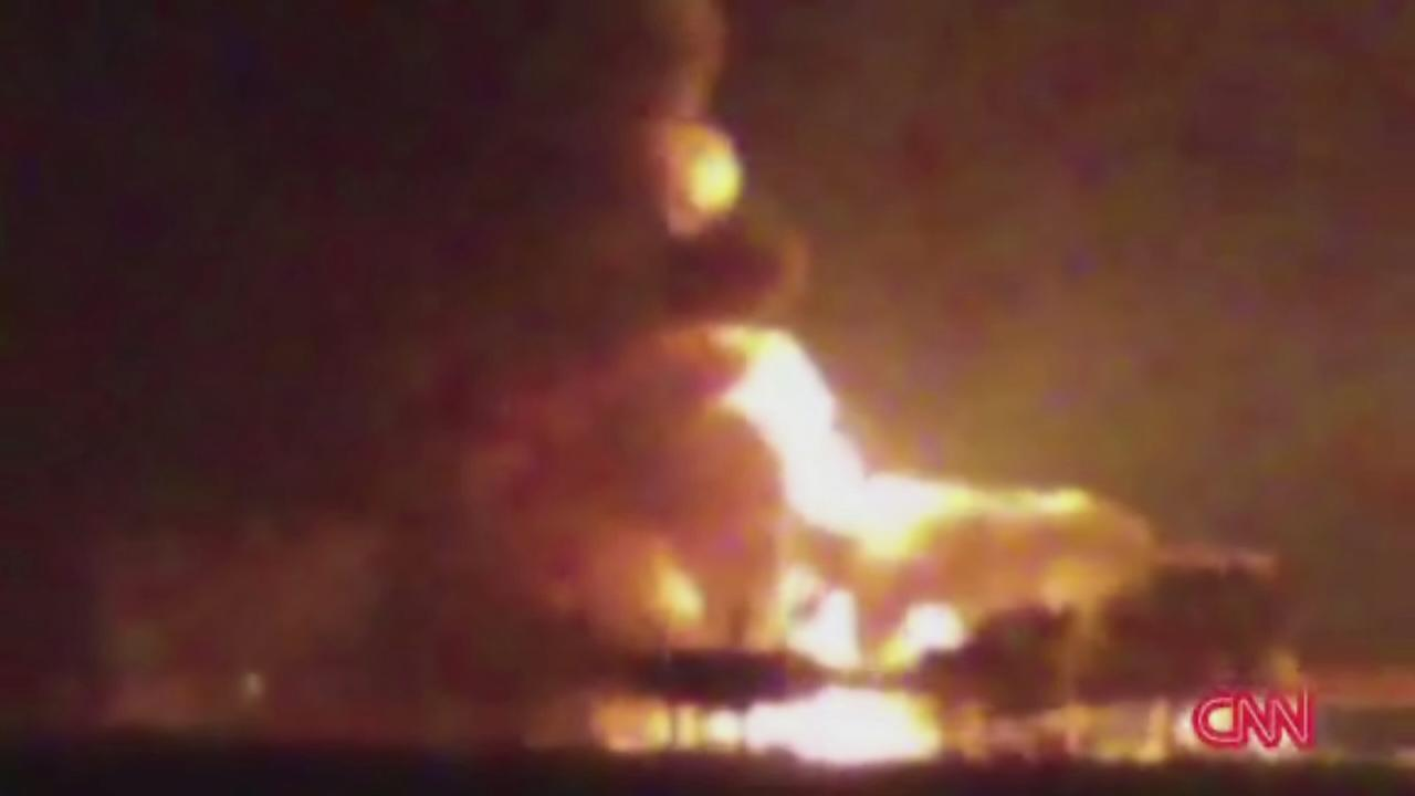 Massive fire engulfs Mexican oil rig, 4 dead