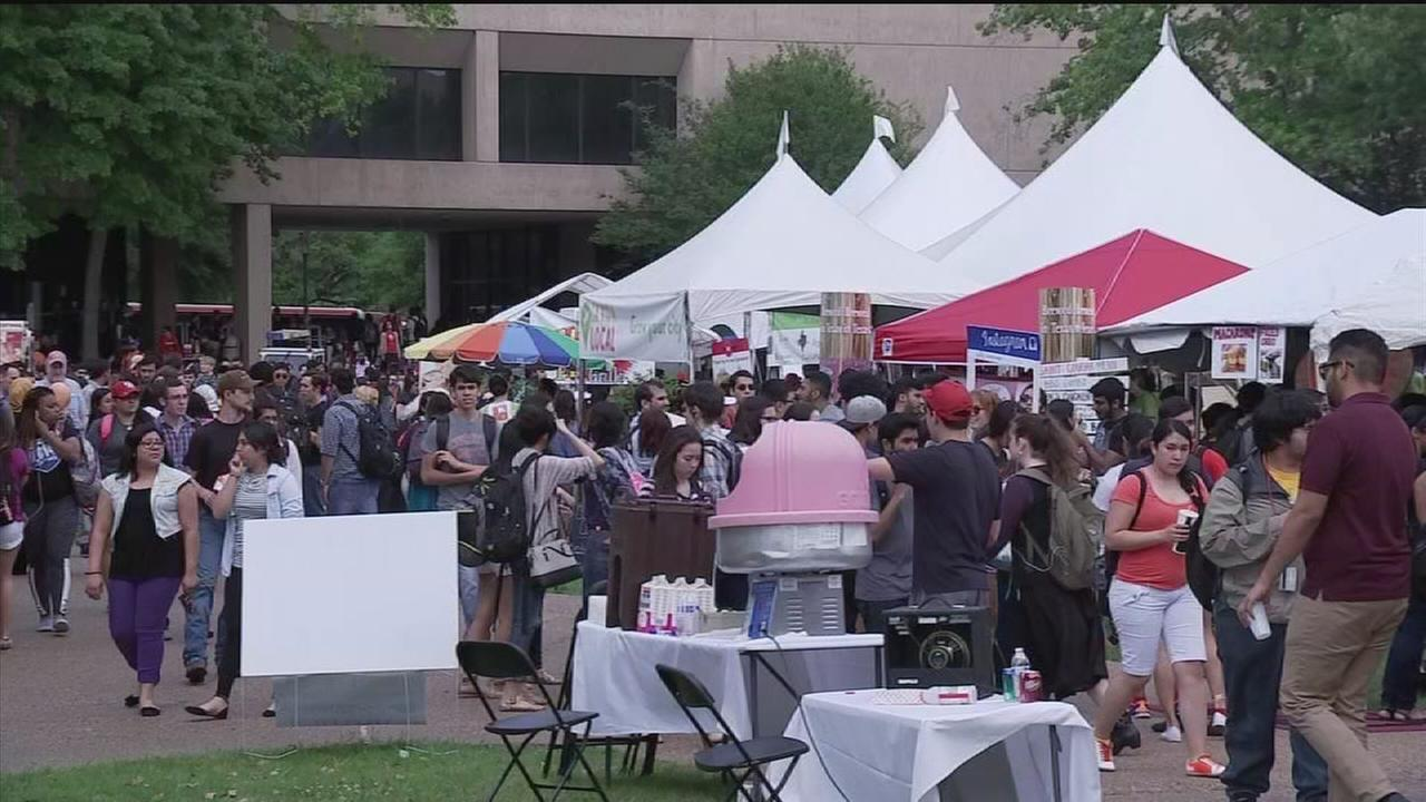 Food fight fundraiser going on at University of Houston